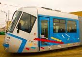 Částečně nízkopodlažní obousměrná tramvaj