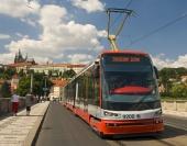 100% nízkopodlažní jednosměrná tříčlánková tramvaj