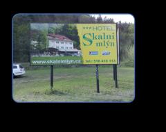 Billboardy, cedule, poutače, výstrče