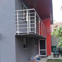 Nerezové zábradlí na balkoně