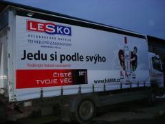 Reklama na autoplachtach a pod.