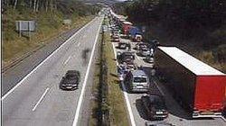 Hromadná nehoda zastavila dálnici D1 směrem na Prahu